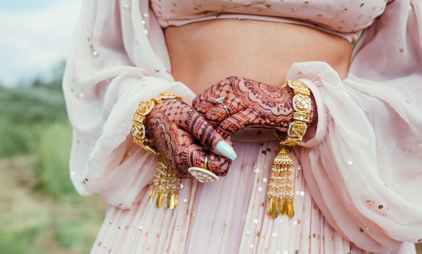 Bride-wearing-a-Kaleeray