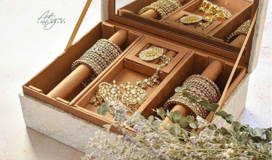 bridal-jewellery-collection-in-trousseau-box